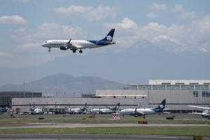 Aeroméxico llega a un acuerdo con sus pilotos y sobrecargos para reducir costos
