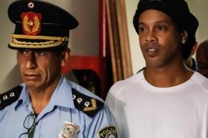 Los tristes días de Ronaldinho en la cárcel, contados por dos amigos