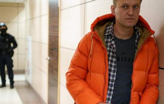 Hallan vivo al médico que trató a Navalni tras envenenamiento