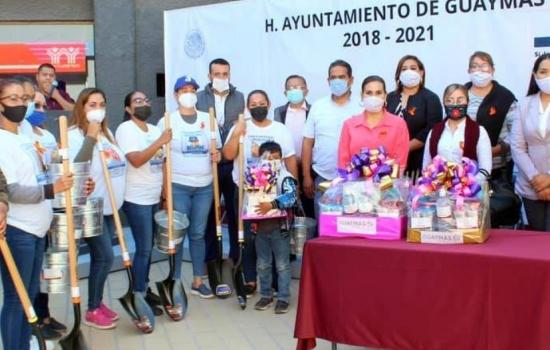 Alcaldesa regala palas para que mamás busquen a hijos desaparecidos