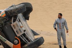 Terrible accidente de un piloto en un Rally del campeonato saudí