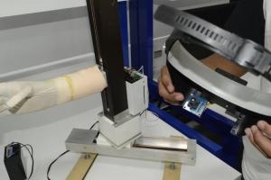 Hecho en Colombia: un brazo robótico que se controla con los ojos