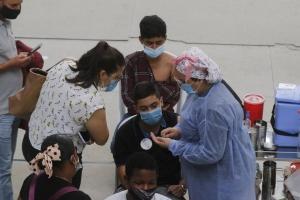 EPS alertan que pandemia no ha acabado y riesgo de cuarto pico es real