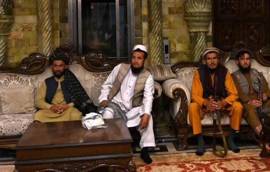 Afganistán: los desafíos de los talibanes a un mes de su victoria