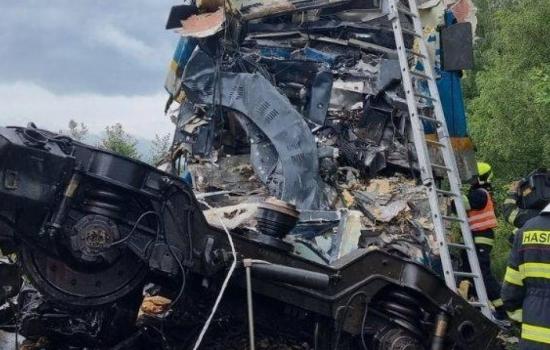 Grave accidente de trenes deja decenas de heridos en República Checa